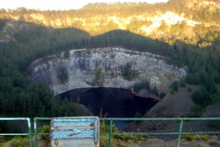 tiwu ata mbupu lake (lake of old people spirit) - kelimutu crater