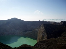 tiwu-nuwa-muri-koo-fai-lake and tiwu-ata-polo-lake - kelimutu crater