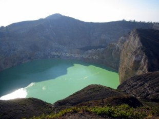 tiwu-nuwa-muri-koo-fai-lake and tiwu-ata-polo-lake - kelimutu crater-3