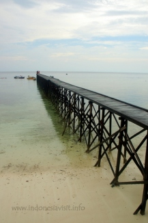 the jetty @ kakaban island