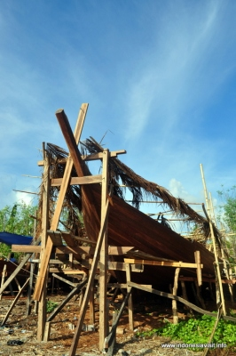 Making of Phinisi Sailing Boat