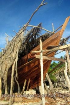Pembuatan kapal phinisi secara tradisional