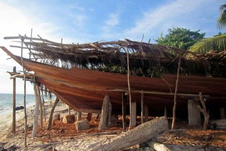 Pembuatan kapal Phinisi di pantai lemo-lemo